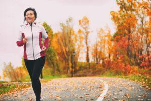 50代 走る女性