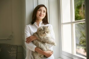 マッチングアプリ 猫と写っているサブ写真