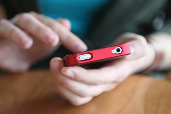 スマートフォンを使う人
