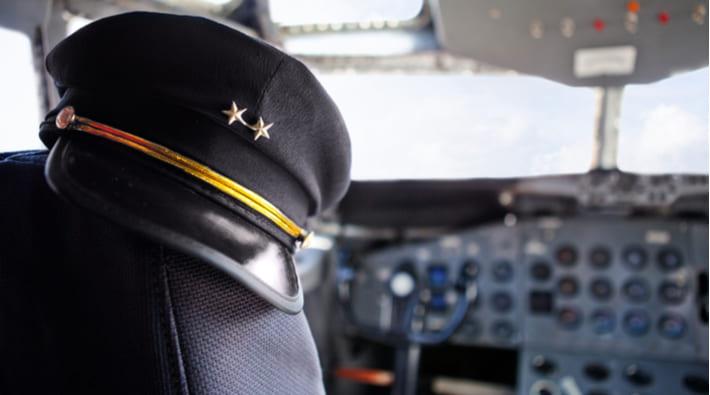 マッチングアプリで偽物のパイロットを見抜く方法