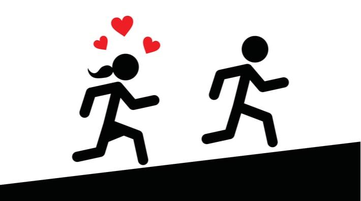 男性を追いかける女性