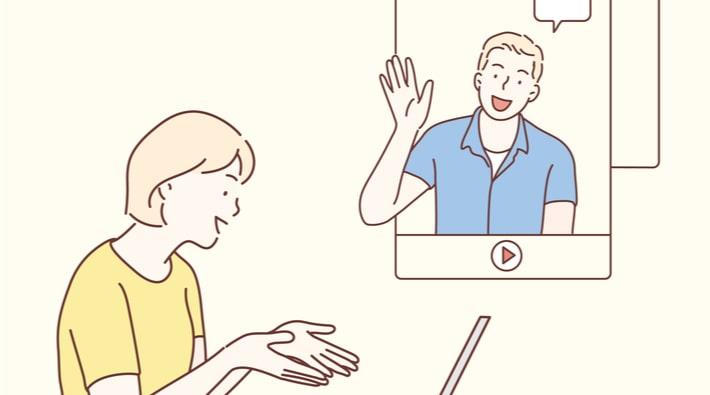 ビデオ通話する男女