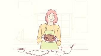 ケーキを作る女性