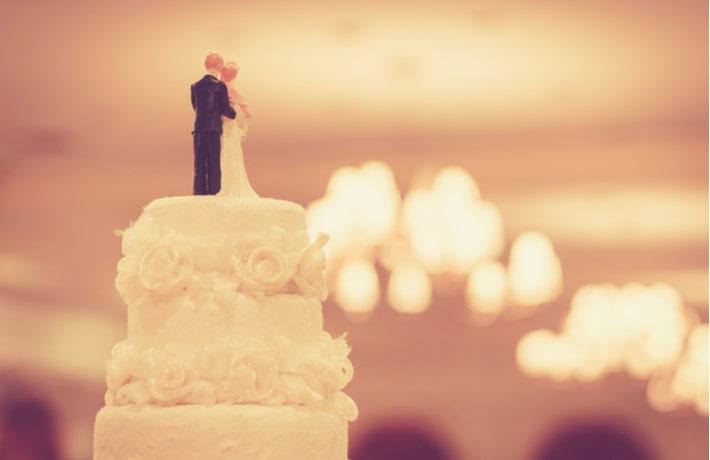 ウェディングケーキのイラスト